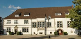 Horn - Bad Meinberg, Marktplatz 1, Kotzenbergscher Hof, Westfassade