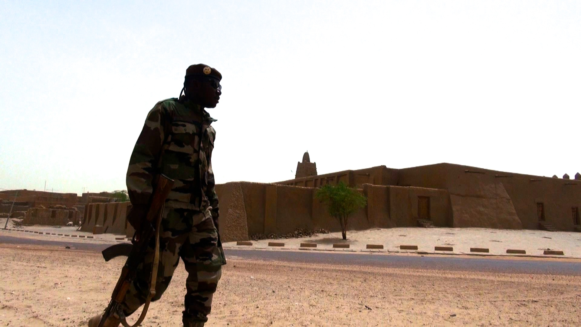 Soldier patrols in front of Djinguereber Mosque - Francois Rihouay